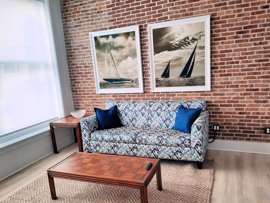 Bay Dreamer 1A Living Room 2
