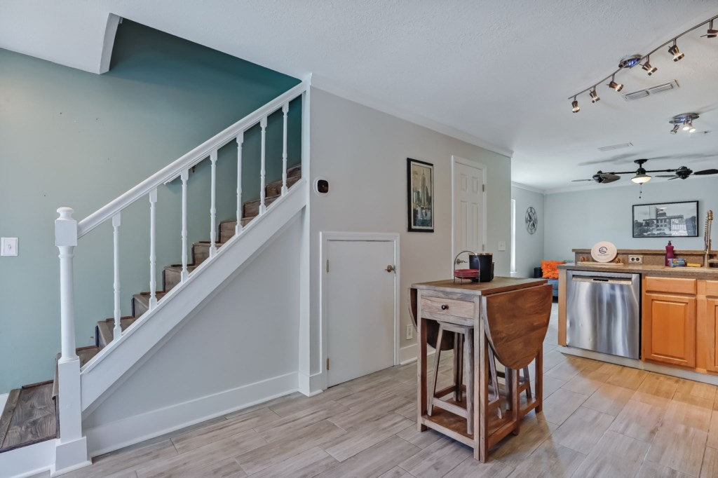 49-web-or-mls-51510thAvenueSouth-3