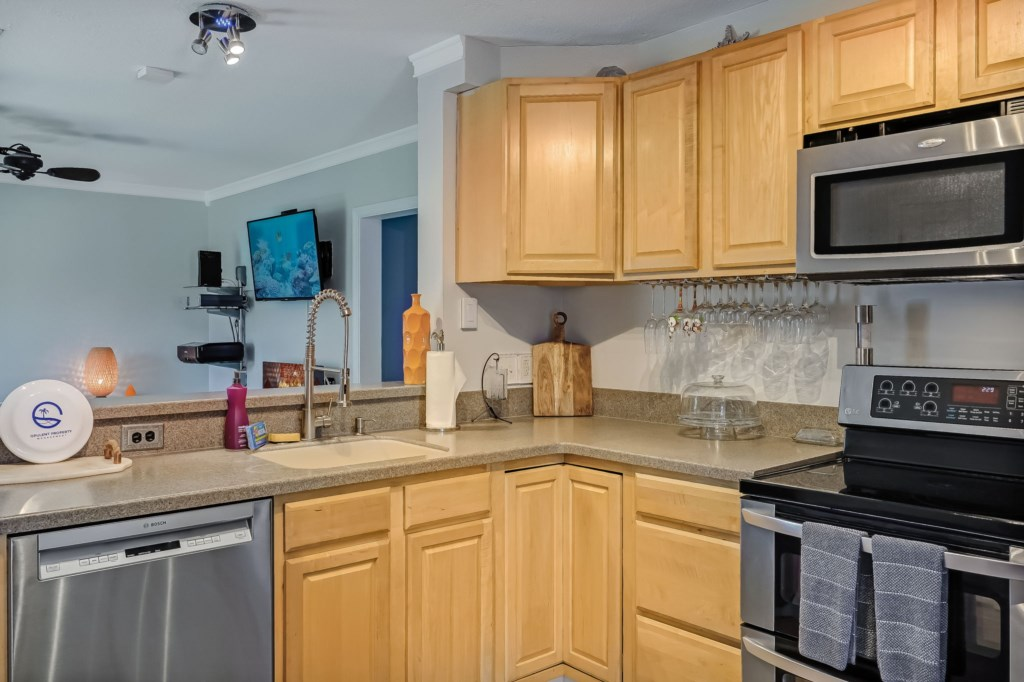 59-web-or-mls-51510thAvenueSouth-8