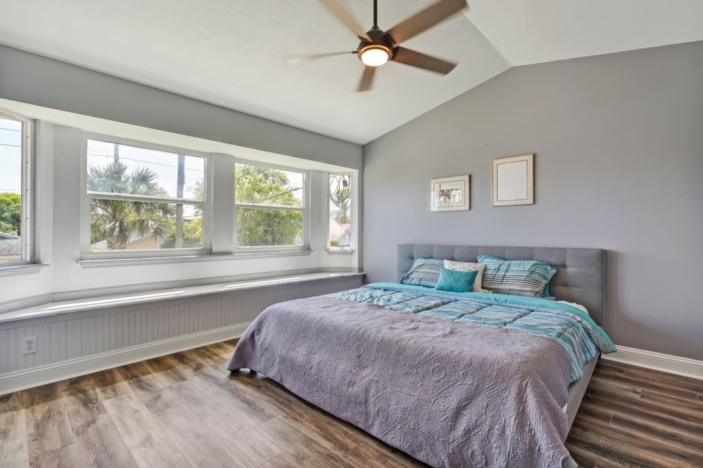 73-web-or-mls-51510thAvenueSouth-24
