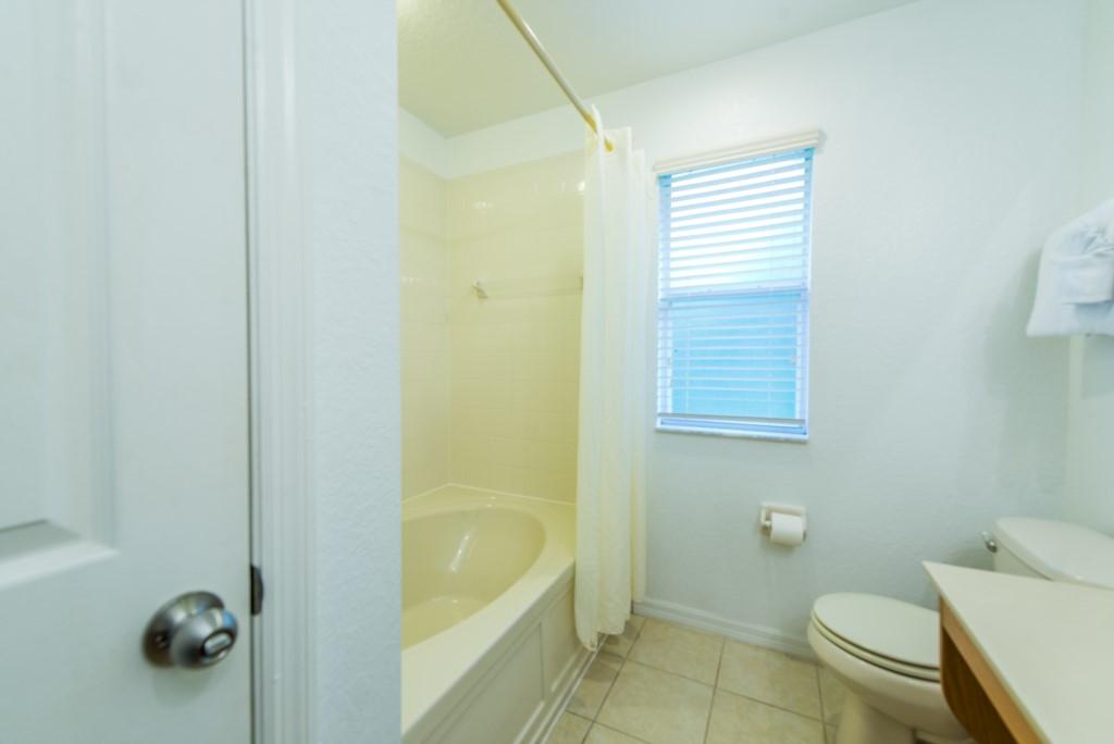 RO_2777_Bathrooms_01
