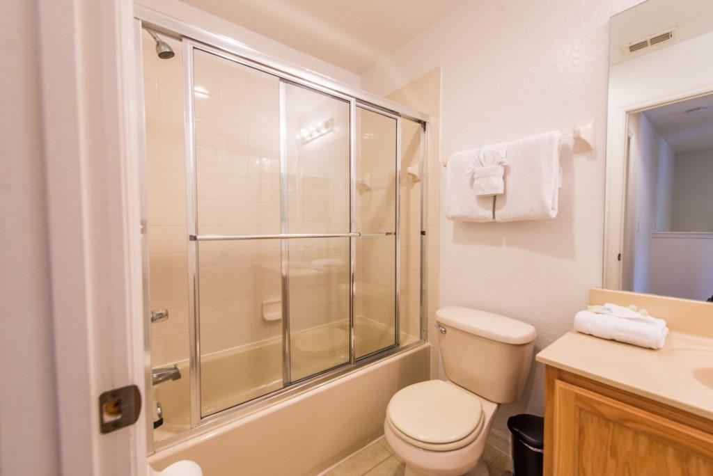 RO_2777_Bathrooms_03