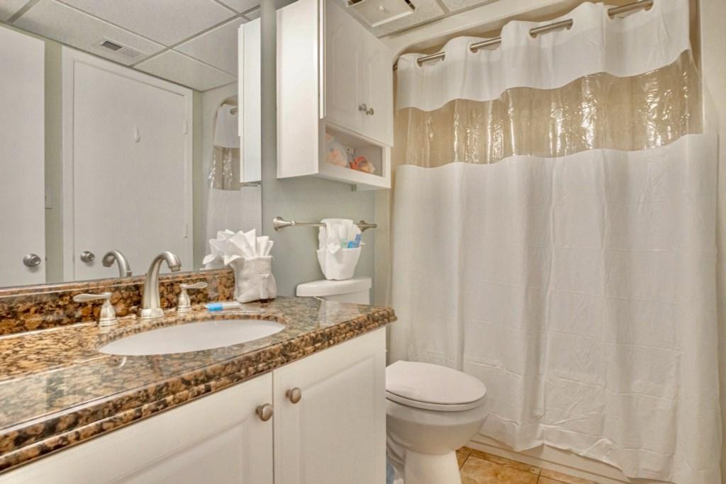 Bedroom 2/Hall bath - offers a full bath