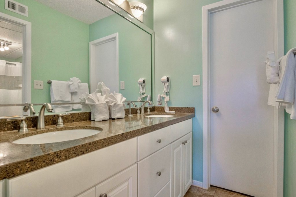 Dual sinks in the bath off the master bath - plenty of room for everyone.
