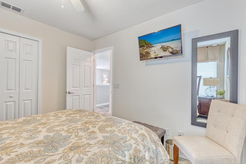 """Bedroom 3 - Queen Bedroom (blue/tan), Private 42"""" TV"""