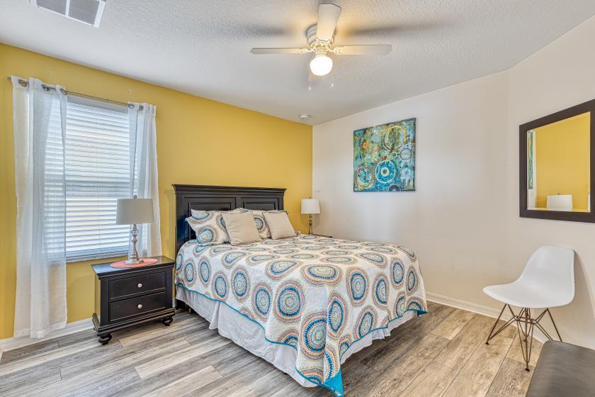 """Bedroom 5 - Queen Bedroom (yellow), Private 32"""" TV"""