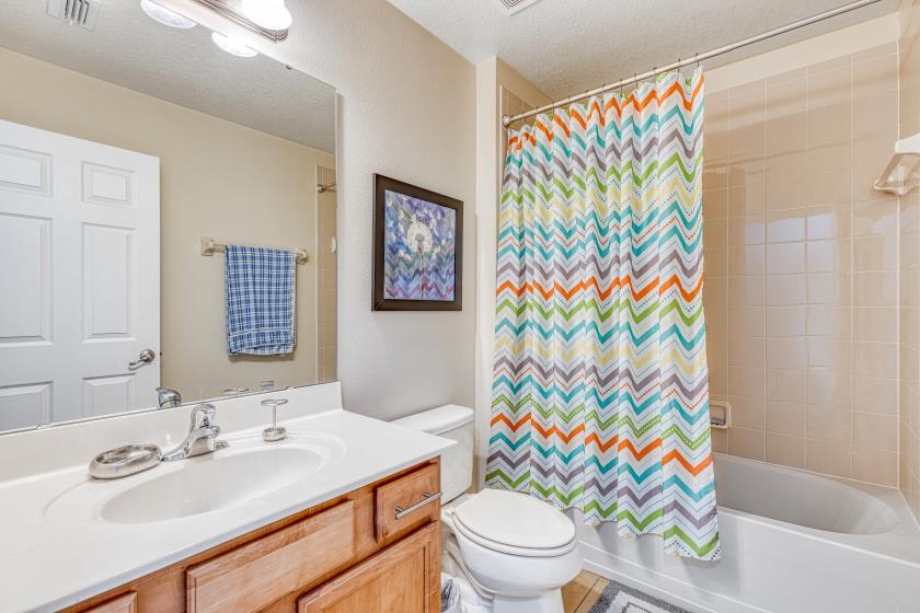 Bathroom 4 - Hallway Bathroom shared by Queen & Twin Rooms: Shower/Tub Combo, Single Sink