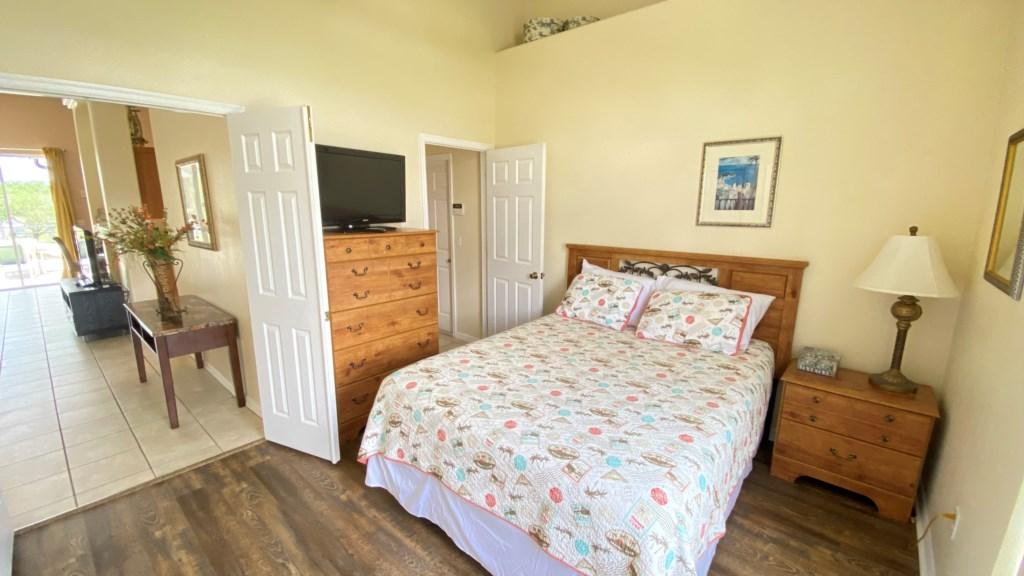 Queen Bed 1.jpg