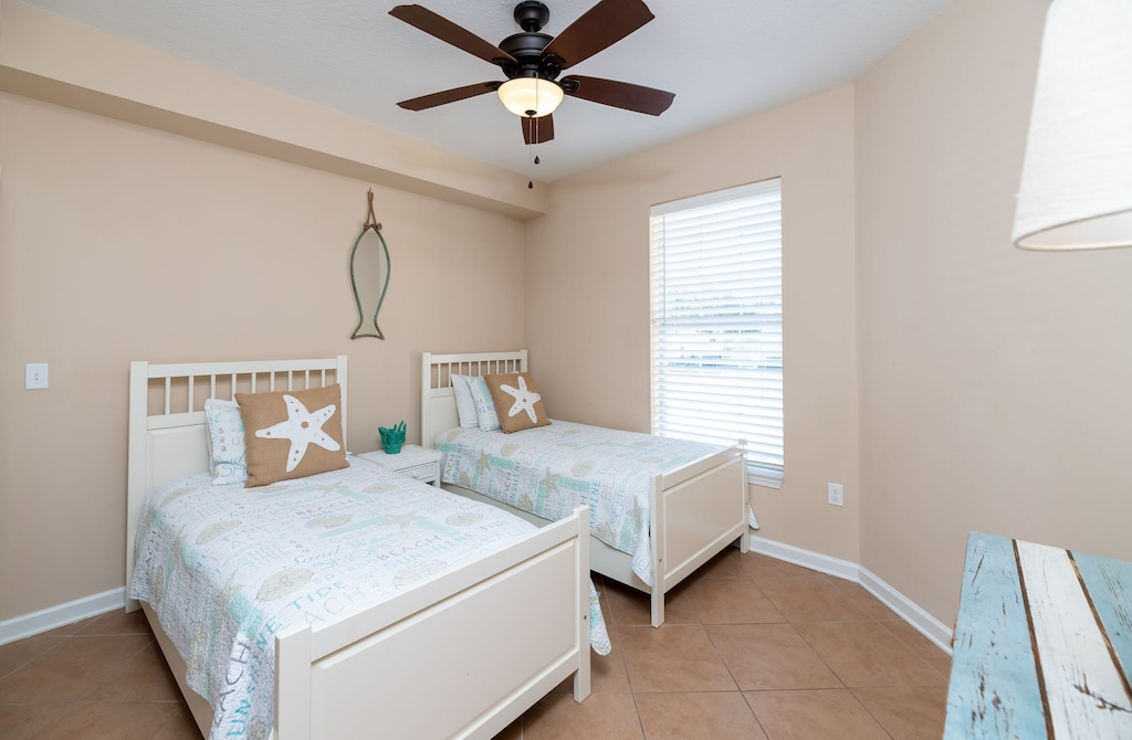 Guest bedroom 3 features two twin beds