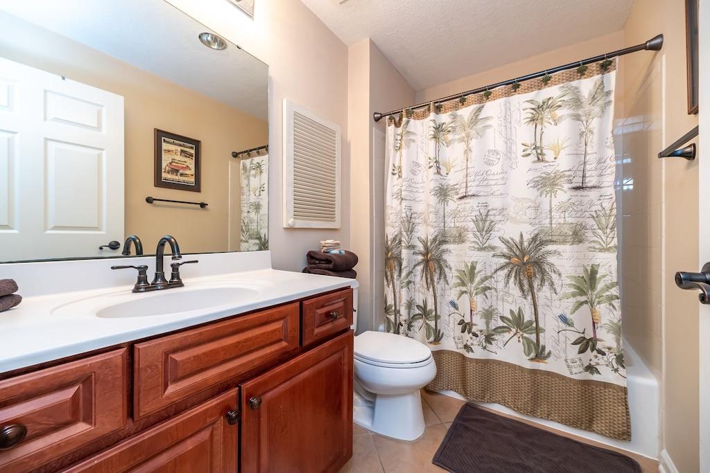 Main Bathroom with tub shower combo
