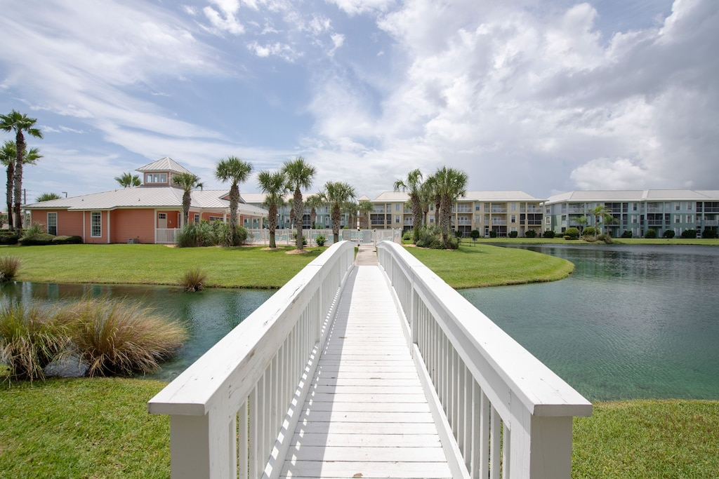 Walkways to pool