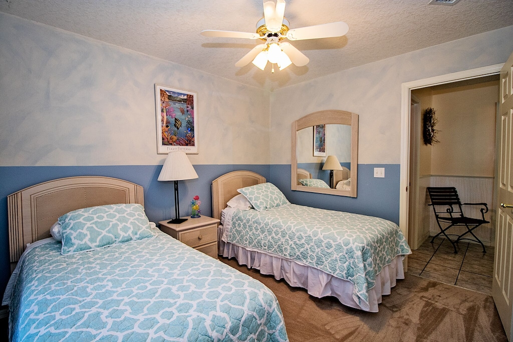 Guest room featuring 2 twin beds