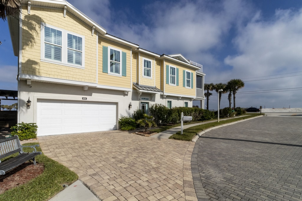 Helms View at Eden Bay - parking in garage and driveway