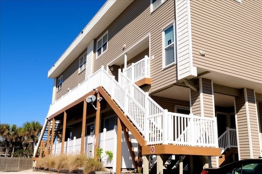Oceanfront townhouse located on 2nd floor