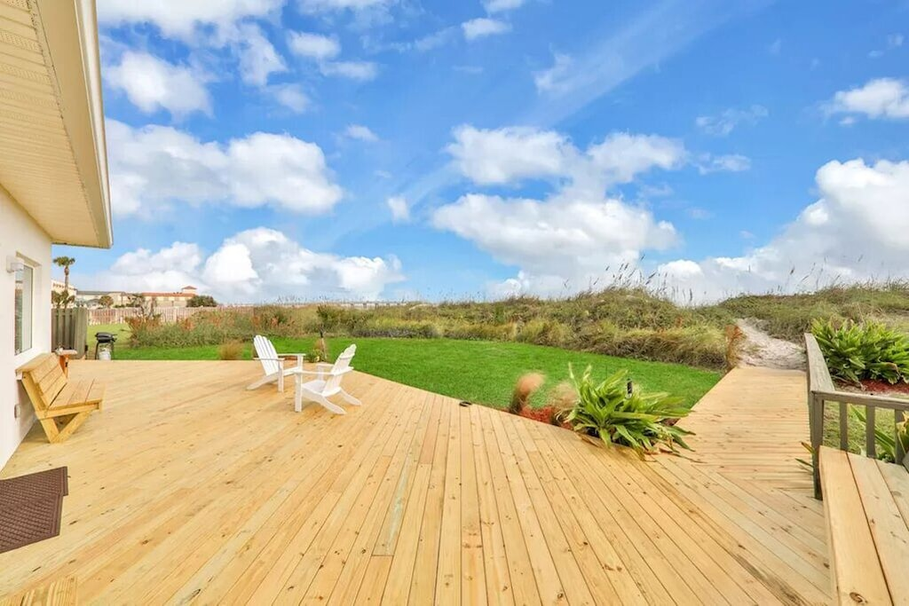 Expansive deck with beautiful views