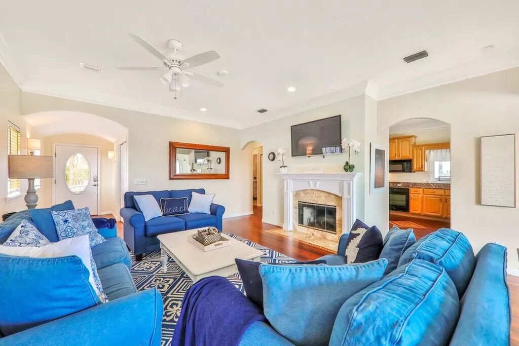 Plenty of room for the whole family to gather in our comfortable living room