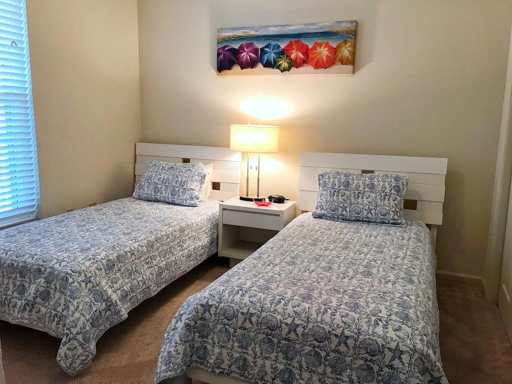 Guest Bedroom 1 features 2 Twin beds