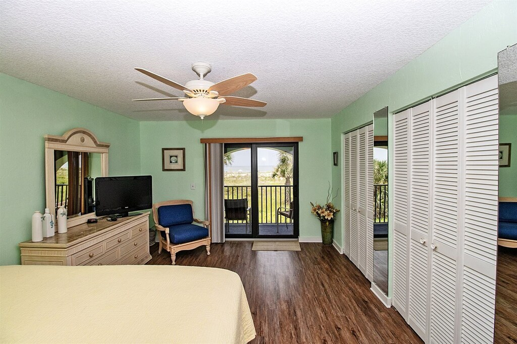 master bedroom balcony access with ocean view