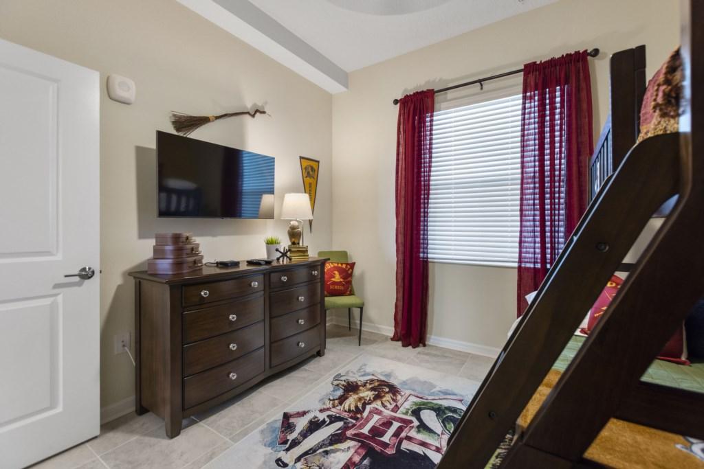 Bedroom 2 with Smart TV