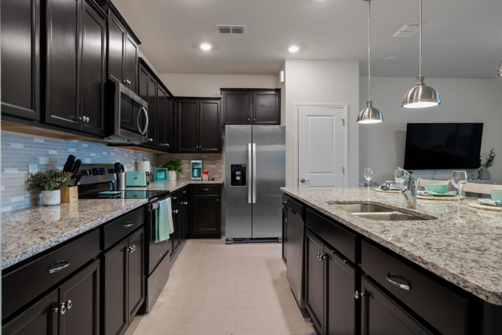Fantastic Kitchen with Microwave, Stove, Oven and Dishwasher