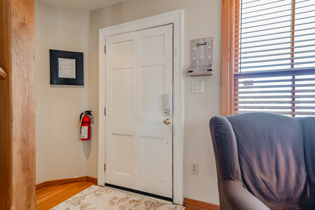Fire extinguisher, floor plans, smoke and CO detectors on each floor - Summerhill House - Niagara-on
