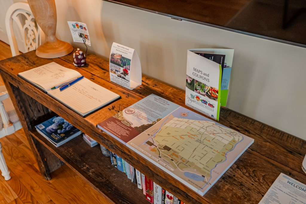 Plan your day with the maps and brochures provided - Summerhill House - Niagara-on-the-Lake