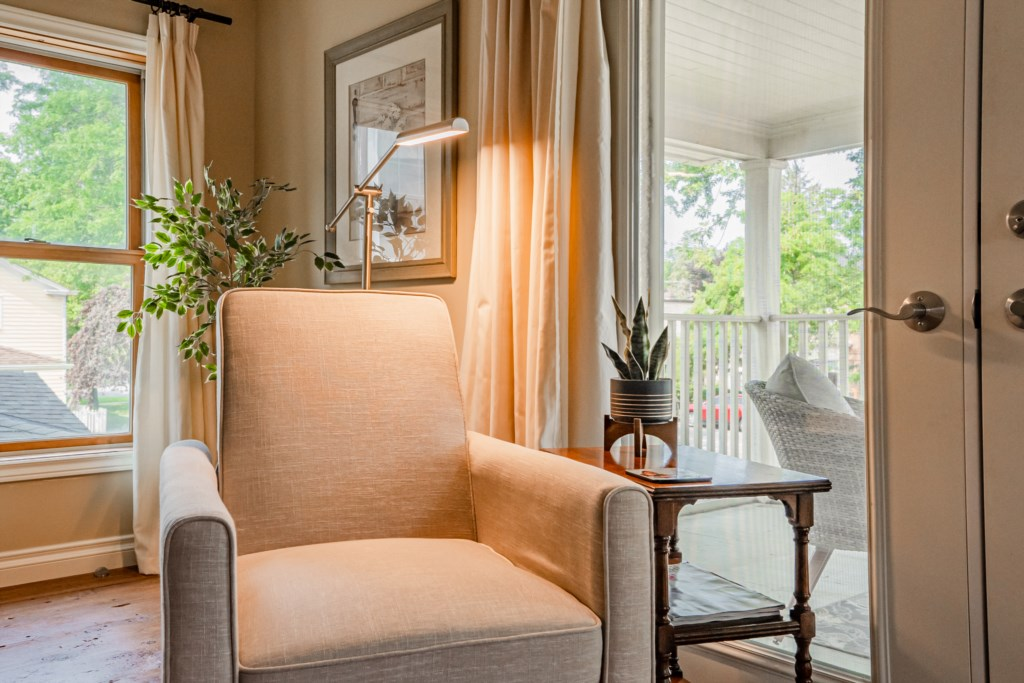 Escape for some peace and quiet and a good book - Summerhill House - Niagara-on-the-Lake