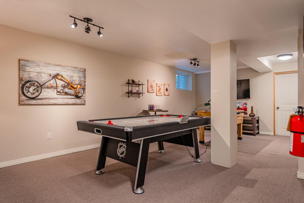 Games room with air hockey, foosball table and another TV - Summerhill House - Niagara-on-the-Lake