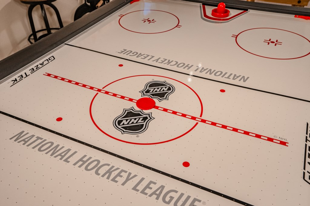 Air hockey game for some evening entertainment or a rainy day - Summerhill House - Niagara-on-the-La