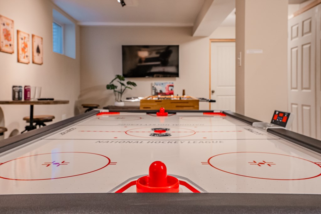 Plan a fun table hockey tournamet during your stay - Summerhill House - Niagara-on-the-Lake