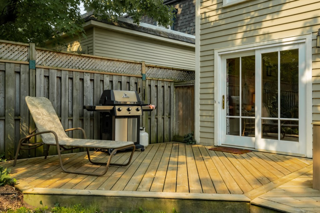 Lounge on the back deck - Summerhill House - Niagara-on-the-Lake