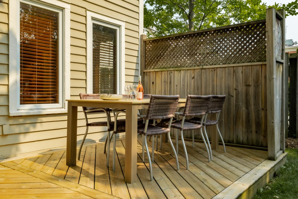 Dine outside with some takeout or a meal cooked on the BBQ - Summerhill House - Niagara-on-the-Lake