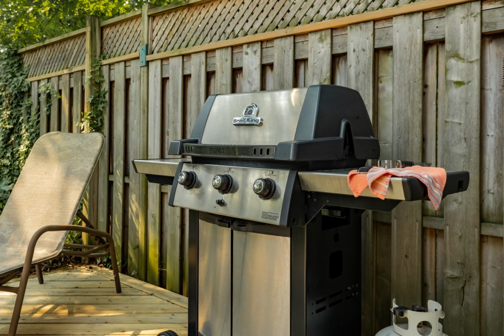 Propane BBQ/grill for cooking an evening meal - Summerhill House - Niagara-on-the-Lake