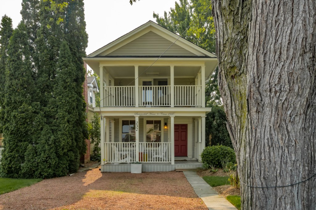 Summerhill House with front porch and upper covered veranda - Niagara-on-the-Lake