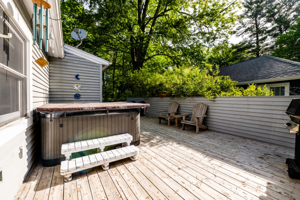 Outdoor Decking & Hot Tub