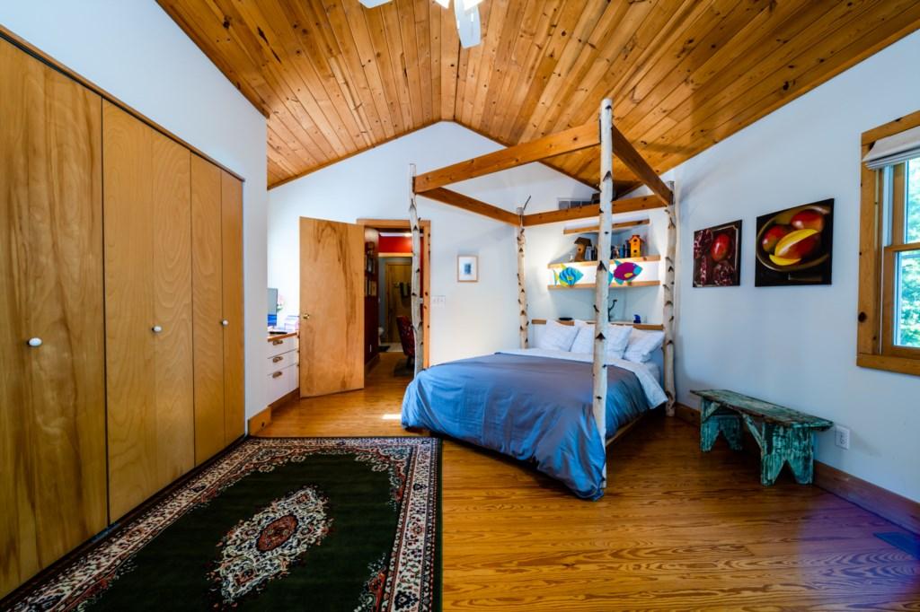 Bedroom #1 (Queen) En Suite Full Bathroom