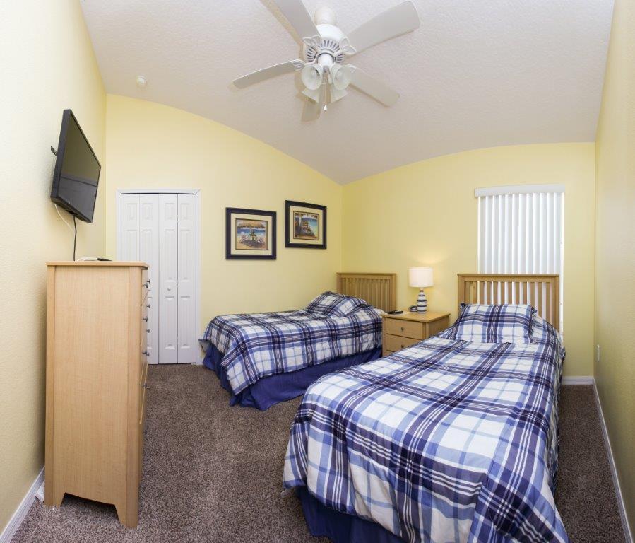 Bed 3 FS (002).jpg