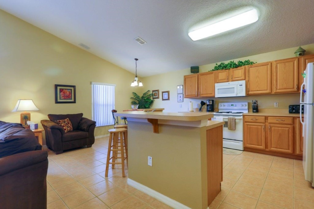 Kitchen (002)new.jpg