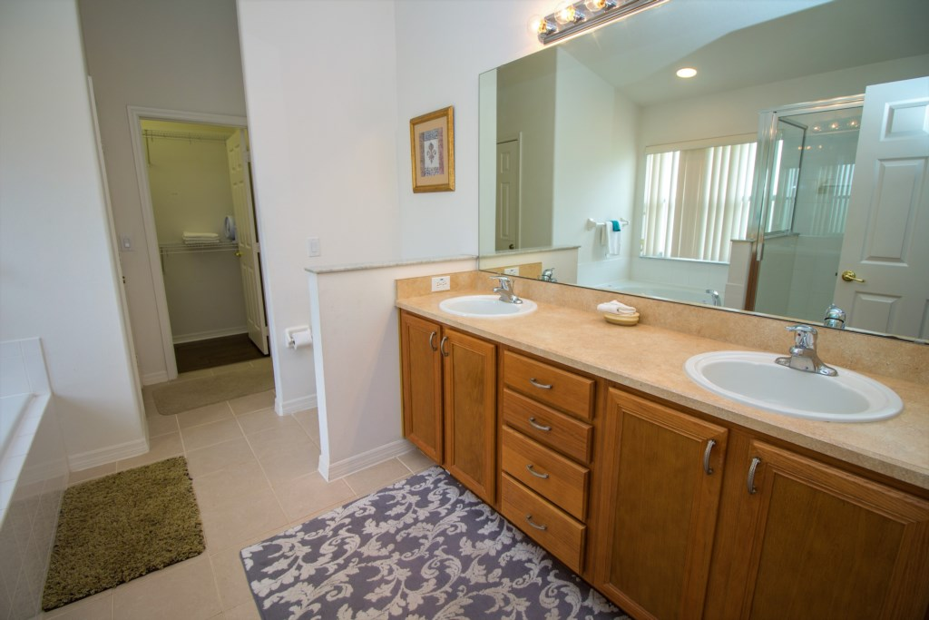 15-Master ensuite has pool access a large bathtub and his and hers sinks.jpg