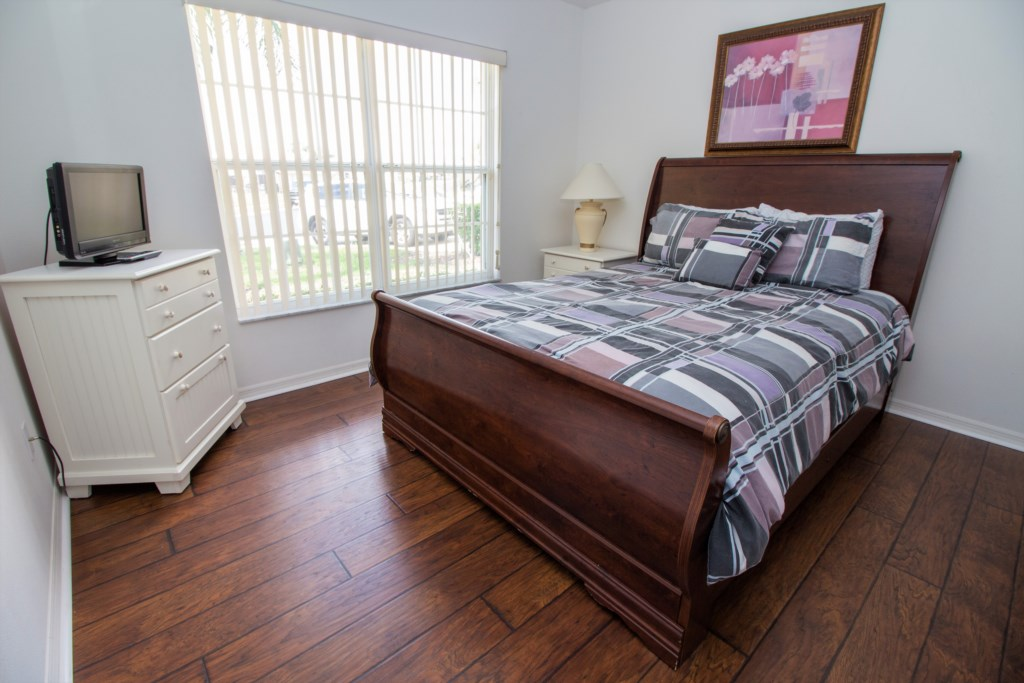 16-As you go in the front of the home there is a spacious queen bedroom.jpg