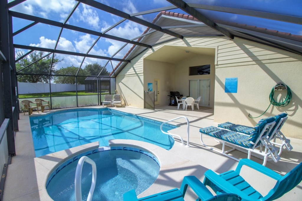 30-View of the rear of the home and pool area.jpg