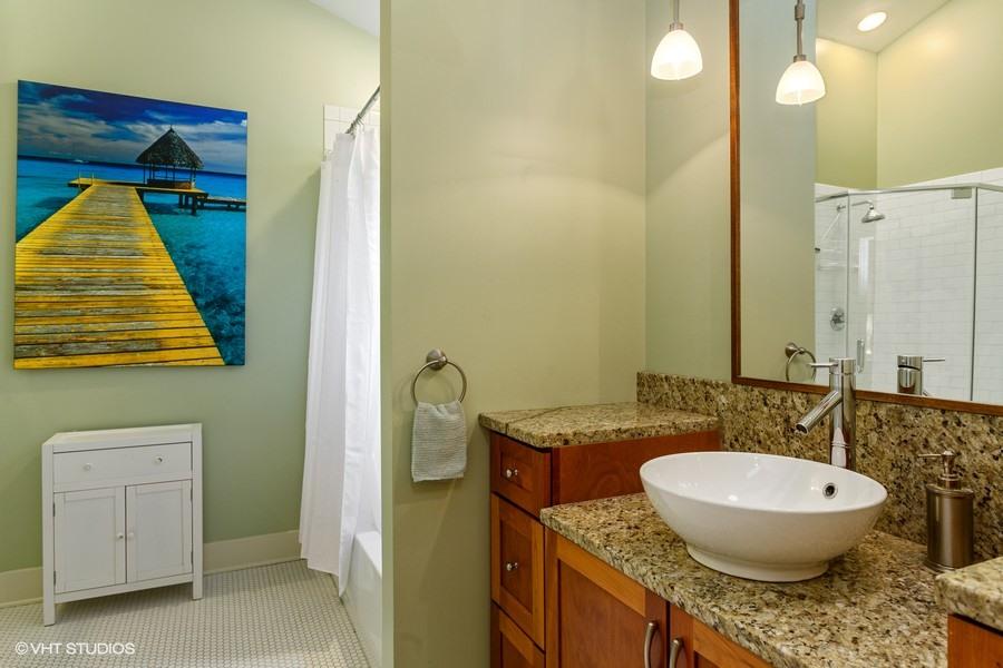 Full Bath (Tub & Shower)