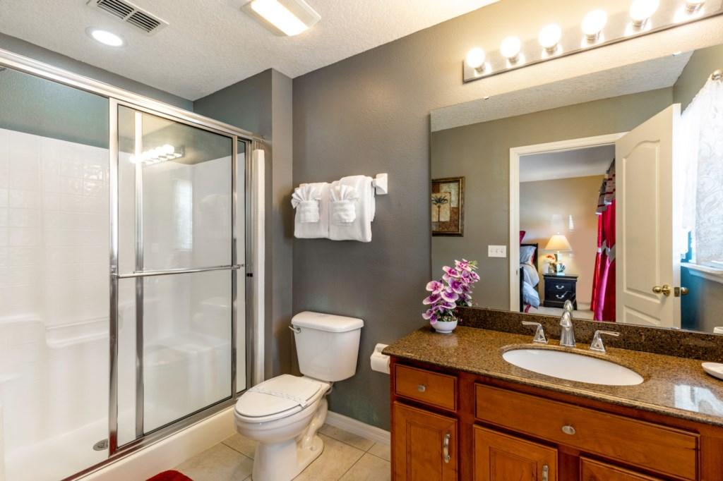Master Bedroom En-suite Bathroom