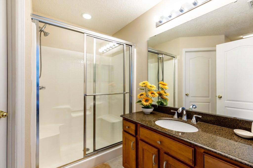 Second Master Bedroom - En-suite Bathroom