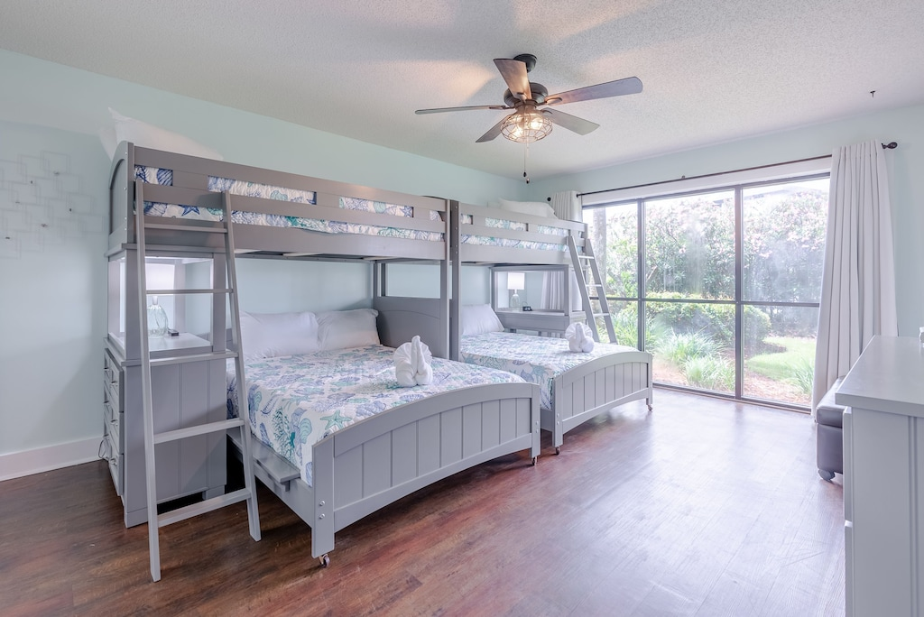 Bedroom 3 offers Twin/Full bunk beds