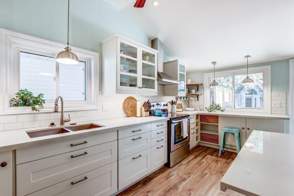 Fully-Equipped Kitchen - Blue Pearl - Niagara Holiday Rentals - Niagara-on-the-Lake