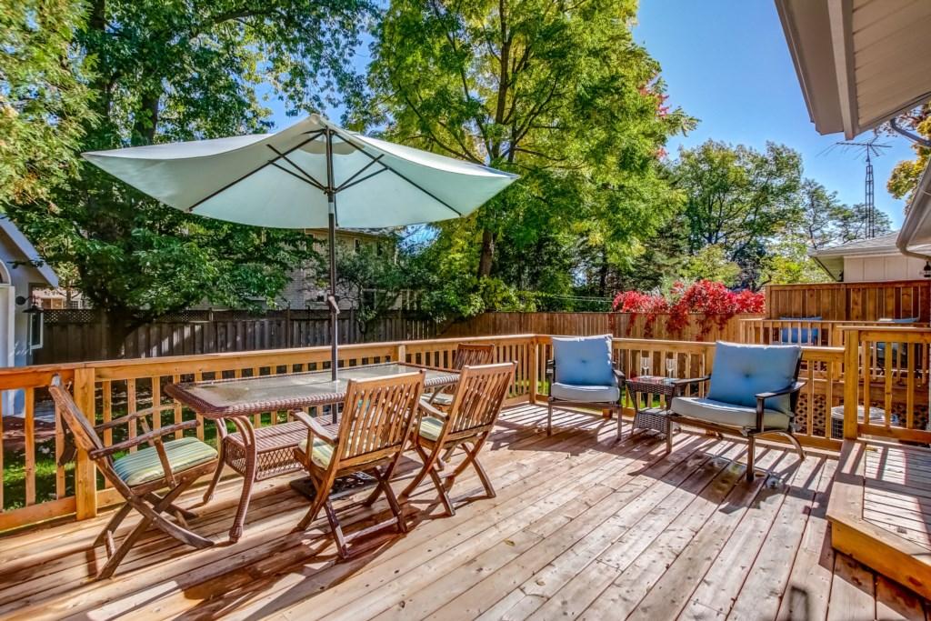 Enjoy the Back Deck - Blue Pearl - Niagara Holiday Rentals - Niagara-on-the-Lake