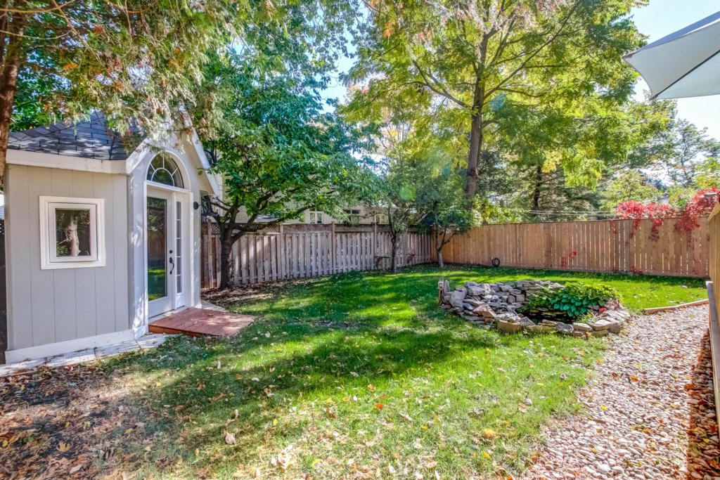 Large Backyard - Blue Pearl - Niagara Holiday Rentals - Niagara-on-the-Lake