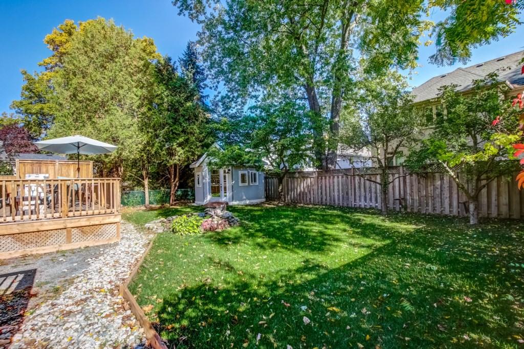 Private, Secluded Backyard - Blue Pearl - Niagara Holiday Rentals - Niagara-on-the-Lake