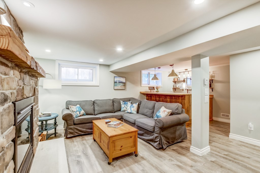Downstairs Family Room - Blue Pearl - Niagara Holiday Rentals - Niagara-on-the-Lake